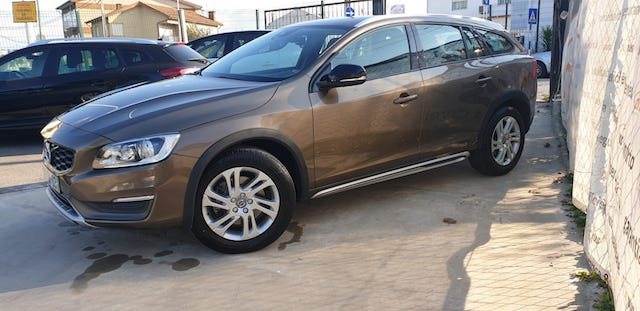 Volvo V60 Cross Country D3 Momentum completo